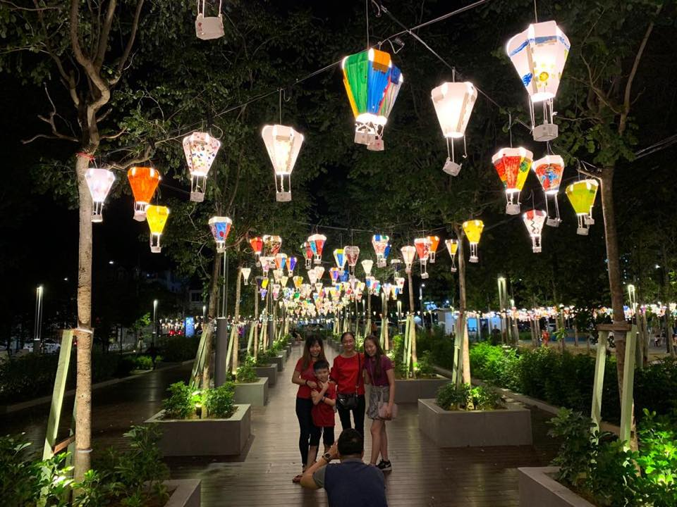 Pretty mini paper hot air balloons are up at Sia Boey Urban Archaeological Park